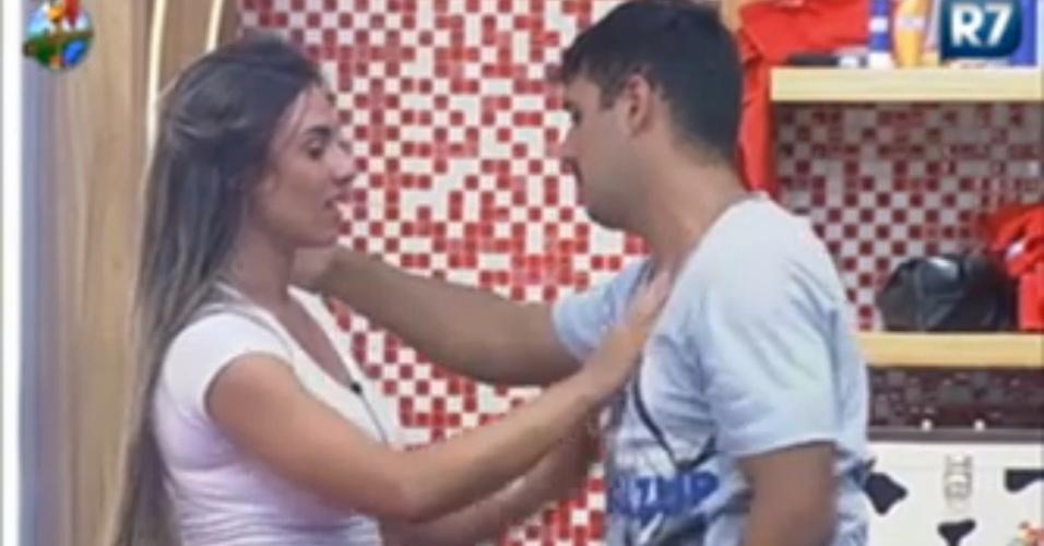 Nicole Bahls e Rodrigo Capella fazem as pazes (15/6/12)
