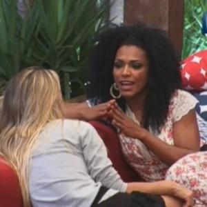 Simone Sampaio e Robertha Portella conversam sobre Nicole Bahls na noite desta quinta-feira (14)