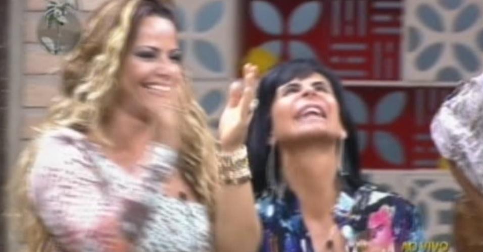 Viviane Araújo e Gretchen comemoram a volta de Simone Sampaio (14/6/12)