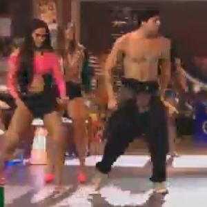 Diego Pombo ensina passos de dança na festa desta sexta-feira (15)