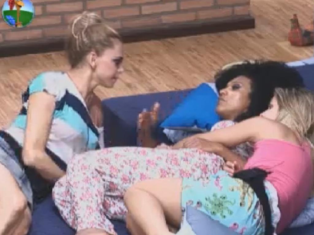 Simone Sampaio e Robertha Portella conversam sobre a vida de Léo Áquilla (16/6/12)