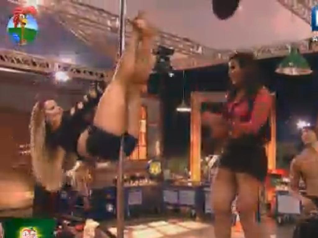 Viviane Araújo e Shayene Cesário dançam no pole dance e deixam peões loucos (15/6/12)