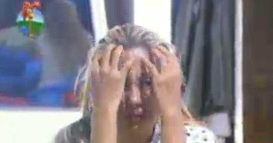 Ângela Bismarchi chora após saber que Felipe queria indicá-la para roça da última semana (16/6/12)