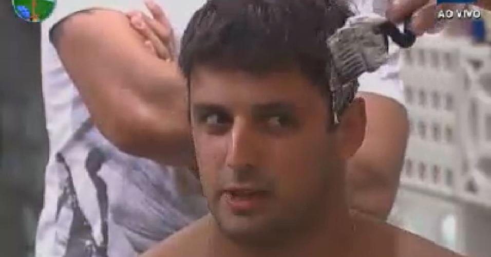 """Rodrigo Capella descolore os cabelos e diz que quer ficam """"como a Cruella"""" (17/6/12)"""