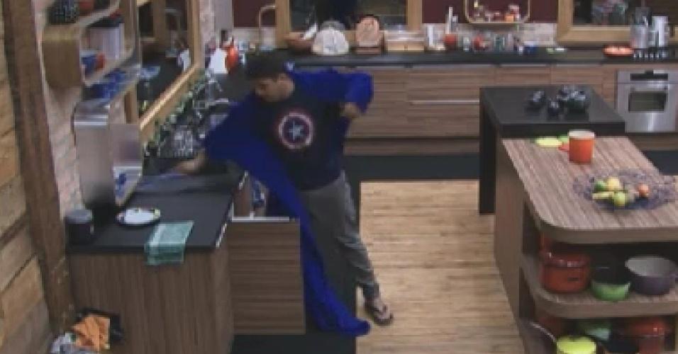 Rodrigo Capella usa toalha para matar mosca na cozinha  (16/6/12)