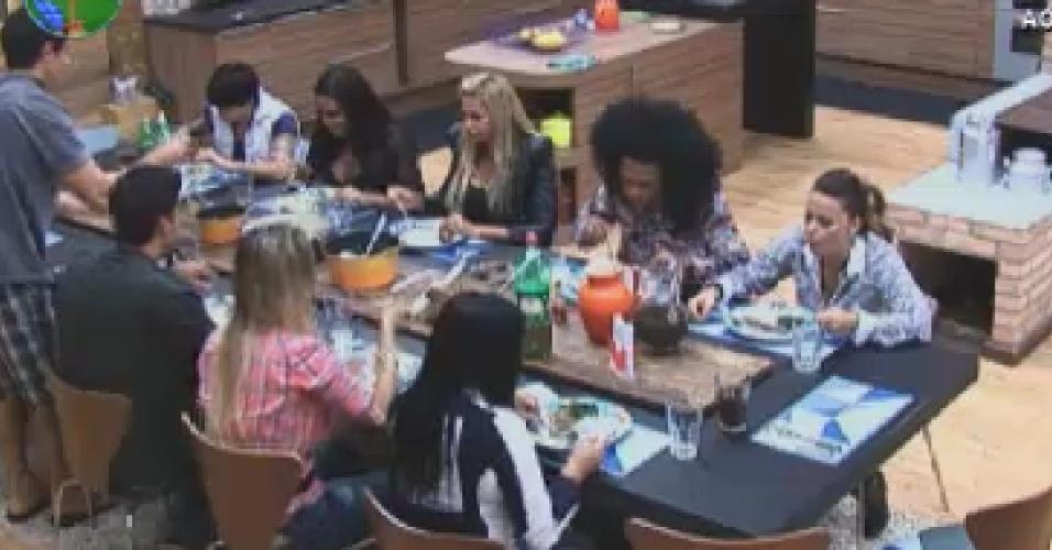 """Peões jantam na sede de """"A Fazenda 5"""" (19/6/12)"""