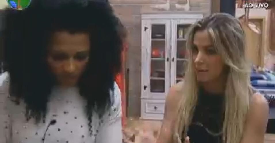 Robertha Portella (dir.) desabafa com Simone Sampaio sobre briga com Nicole Bahls (19/6/12)