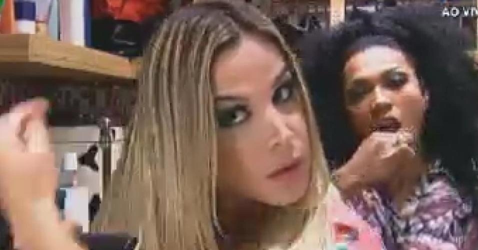 Robertha Portella e Simone Sampaio se arrumam (19/6/12)