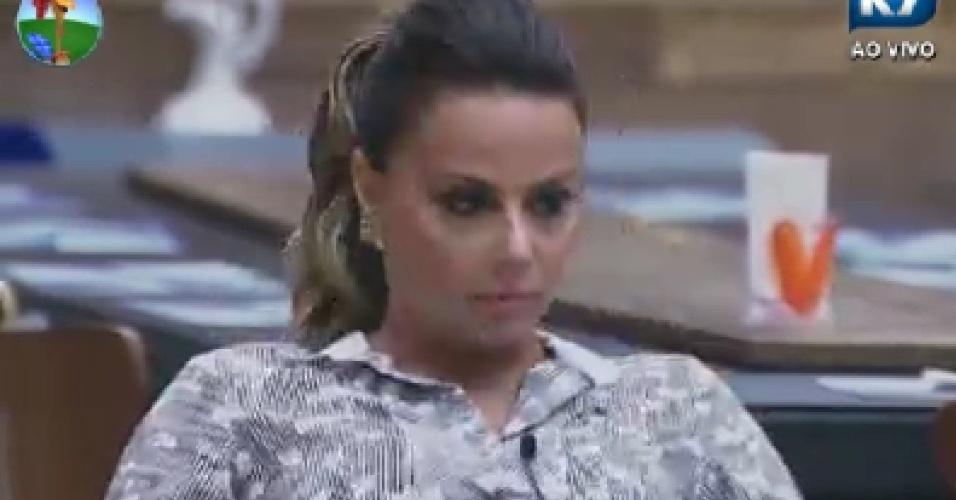 Viviane Araújo aguarda início de votação (19/6/12)