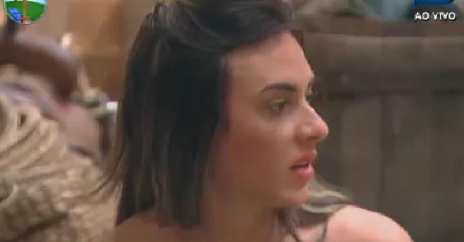 Nicole Bahls conversa com peões no celeiro (20/6/12)