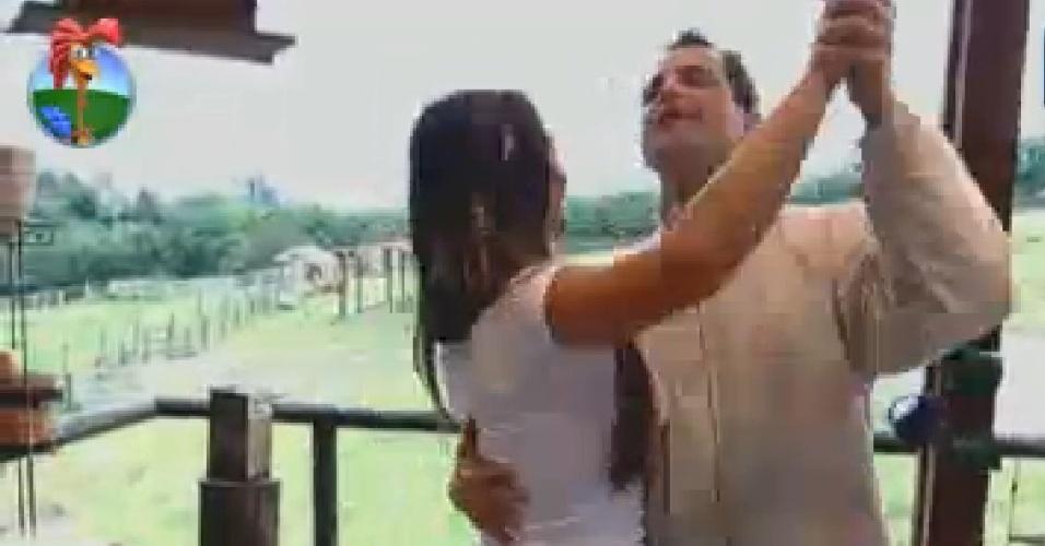Nicole Bahls e Sylvinho Blau-Blau dançam no celeiro (20/6/12)
