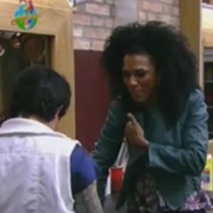 Penélope revela intimidades para Simone Sampaio (19/6/12)
