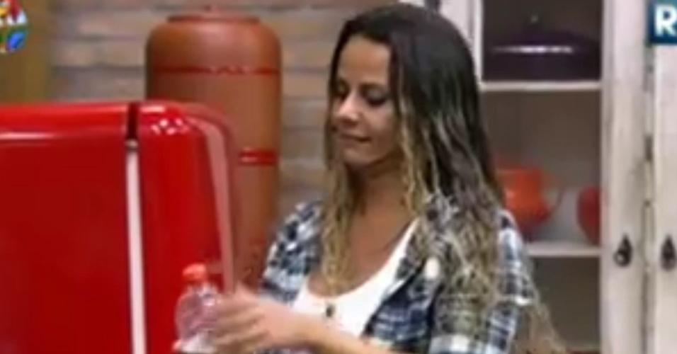 Viviane Araújo especula sobre gravidez (20/6/12)