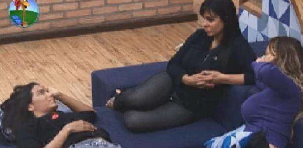 Shayene, Gretchen e Vivi conversam após o almoço (21/6/12)