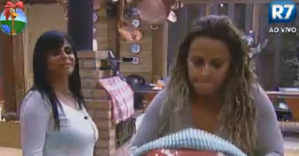 Viviane Araújoe e Gretchen fazem pipoca (22/6/12)