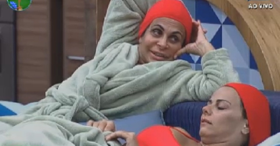Gretchen comenta sobre votos com Viviane Araújo e Shayene Cesário (23/6/12)