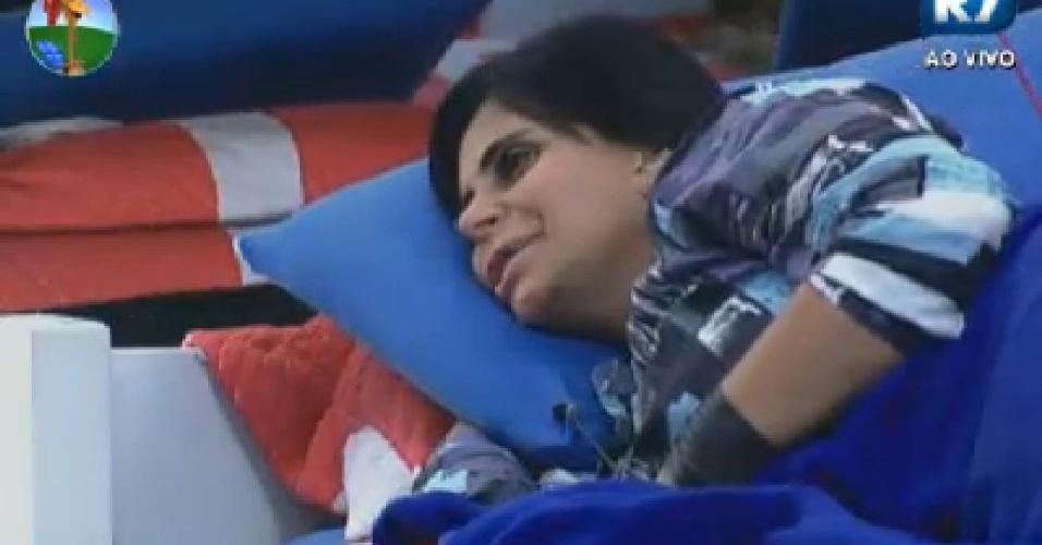 Gretchen conversa com Penélope Nova e Viviane Araújo no quarto (23/6/12)