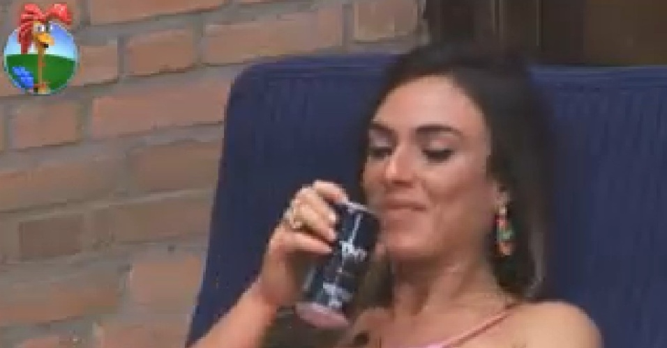 Nicole Bahls conta para Penélope que Gretchen disse que ela e fã de Viviane Araújo (23/6/12)