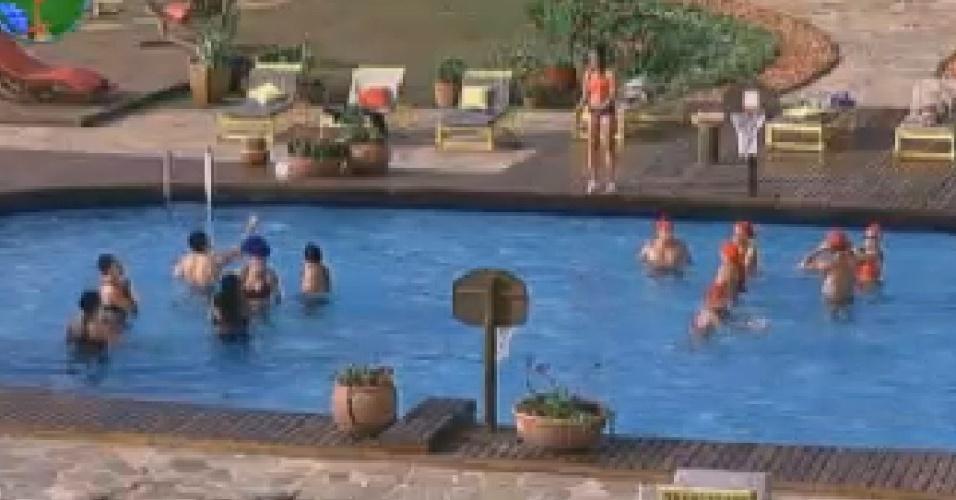 Peões disputam atividade na piscina (23/6/12)