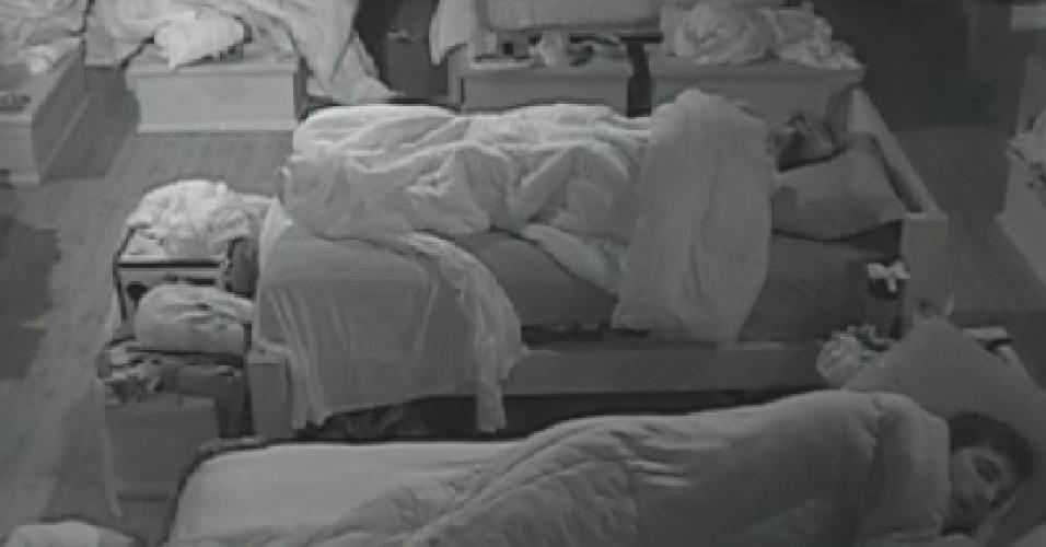 """Peões dormem depois de festa neste sábado de manhã em """"A Fazenda 5"""""""