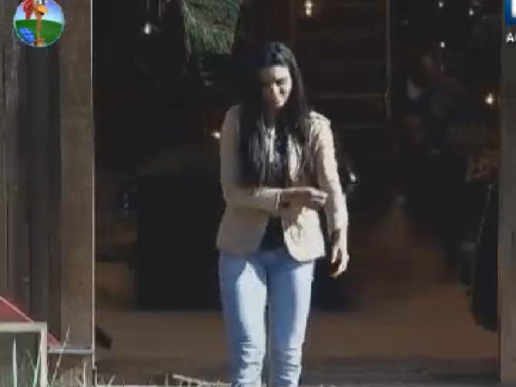 Shayene Cesário deixa o celeiro após conversar com Nicole Bahls (23/6/12)