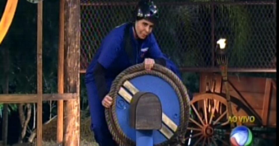 Gretchen se desequilibra do barril e é a primeira a deixar a prova da chave (24/6/12)