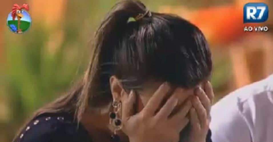 Nicole Bahls se desespera durante discussão com Simone Sampaio (24/6/12)