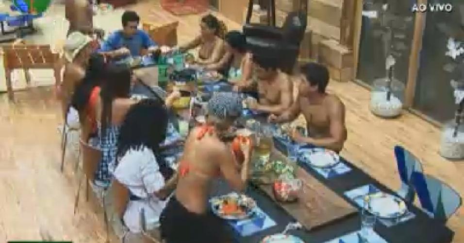 Peões almoçam na sede da fazenda (24/6/12)