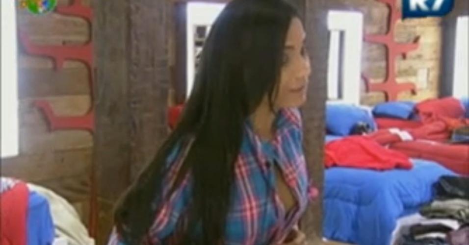 Shayene Cesário diz para Viviane Araújo que já ganhou presente de dez mil reais