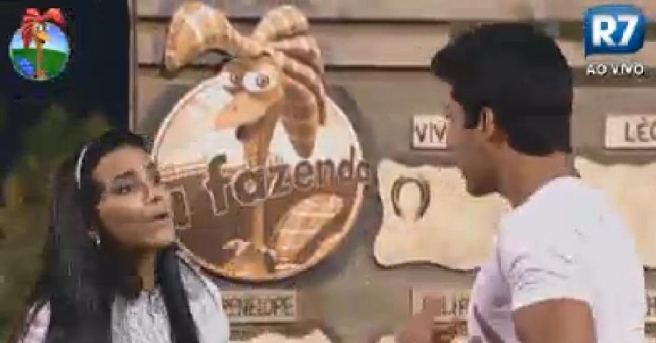 Shayene Cesário e Diego Pombo discutem e se chamam de falsos durante brincadeira (24/6/12)