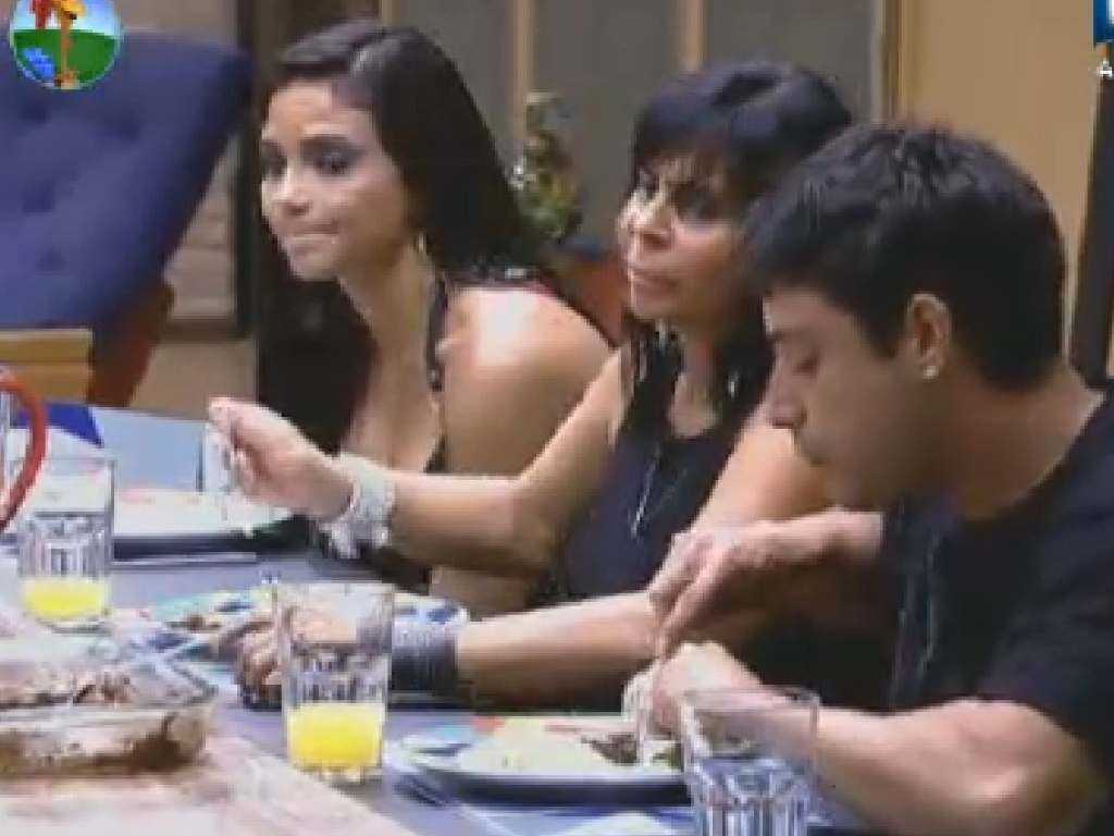 Shayene Cesário, Gretchen e Vavá jantam (25/6/12)