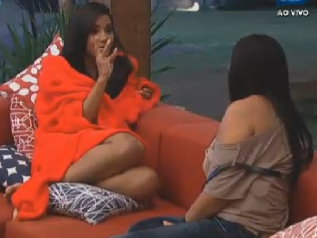 Shayene Cesário discute votos com Gretchen (26/6/12)