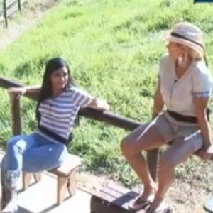 Viviane Araújo, Shayene e Ângela Bismarchi conversam no celeiro (25/6/12)