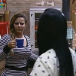 Gretchen fala sobre Robertha Portella com Viviane Araújo (26/6/12)
