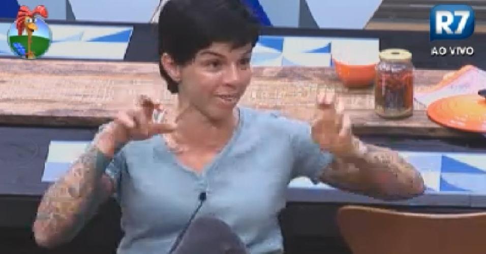 Penélope diz que cansou de dar chances para Gretchen, Viviane e Shayene (27/6/12)