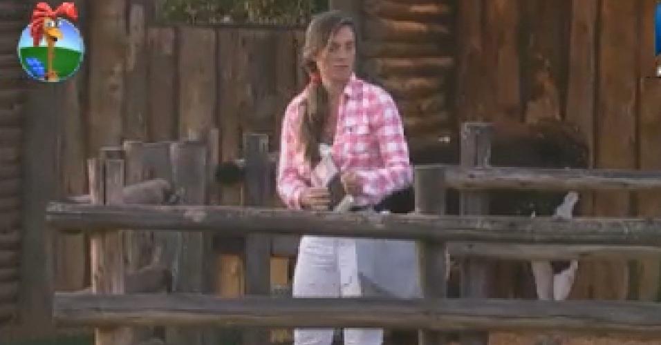 Nicole Bahls levanta para cuidar das cabras (28/6/12)