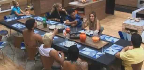 Sem Gretchen, peões almoçam na cozinha da sede (28/6/12)