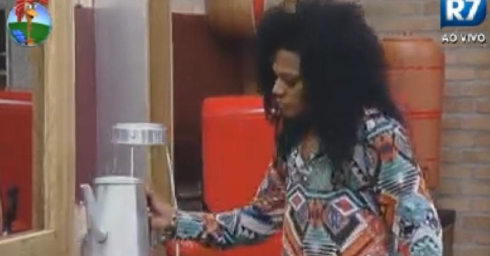 Simone Sampaioprepara café da manhã dos peões (28/6/12)