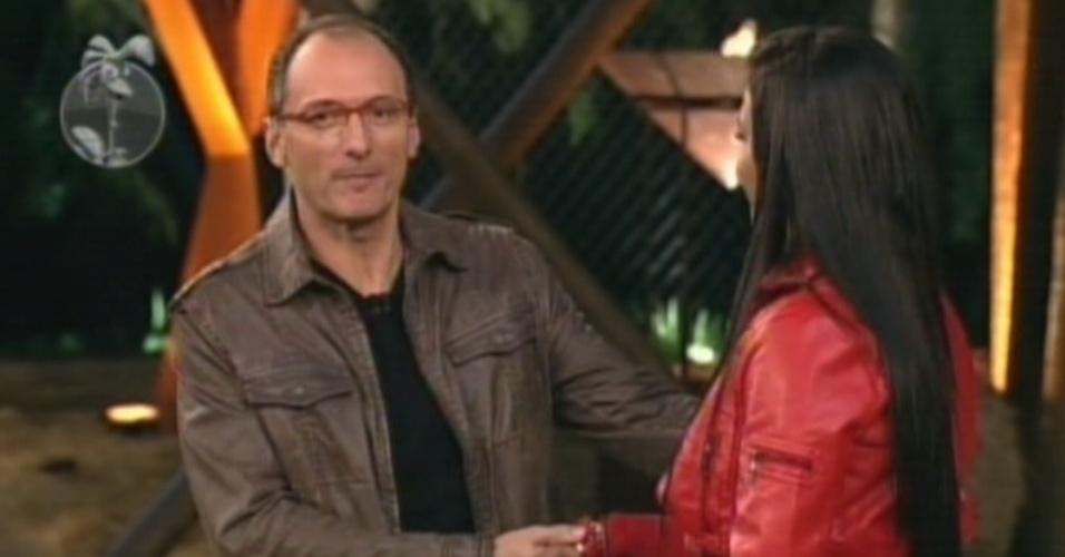 Britto Jr. se despede de Shayene Cesário que deixa o programa com 61% dos votos (29/6/12)