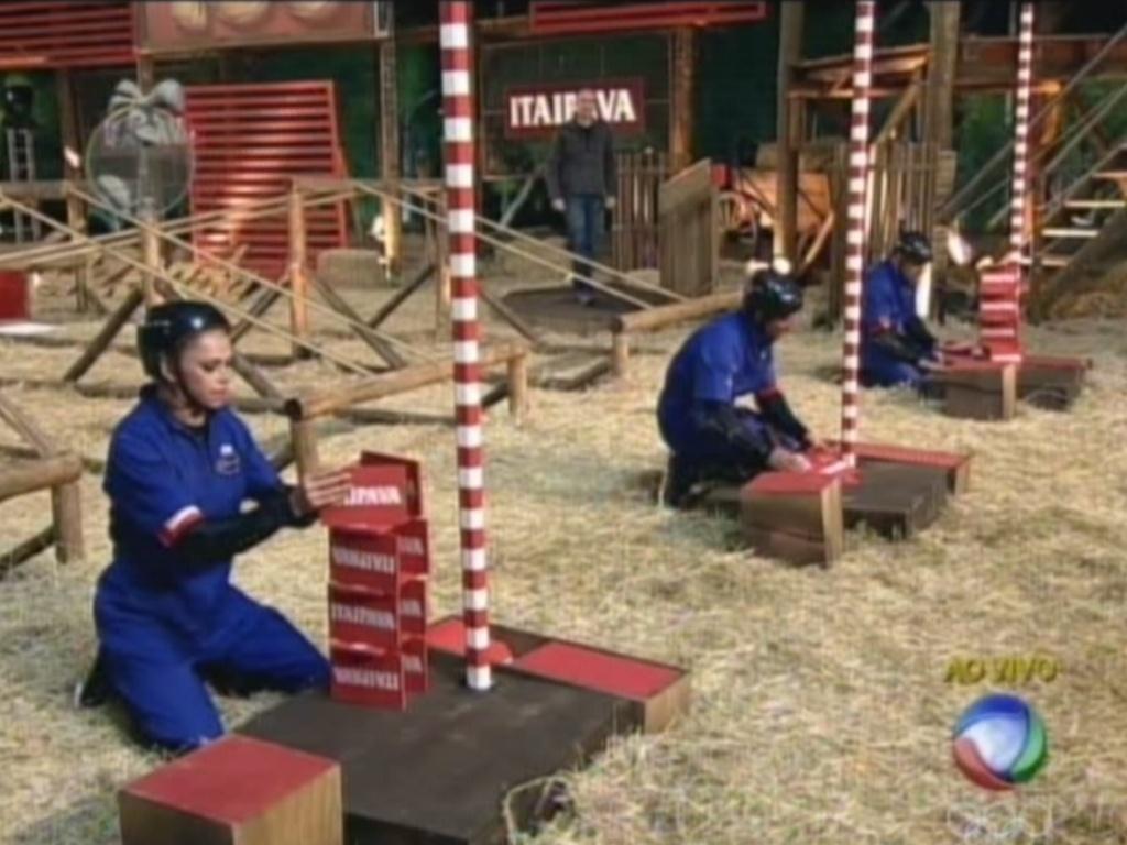 Léo Áquilla (esq.), Vavá (centro) e Rodrigo Capella (dir.) montam torres na segunda etapa da prova da chave (1/7/12)