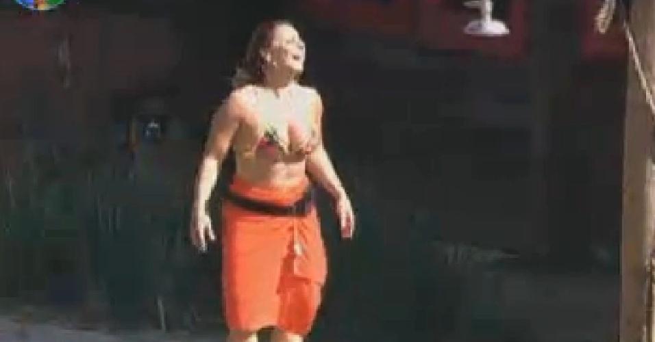 Viviane Araújo ri depois de levar cusparada de lhama (2/7/12)