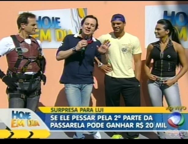 Celso Zucatelli fala com Sylvinho Blau-Blau, Gustavo e Shayene (4/7/12)