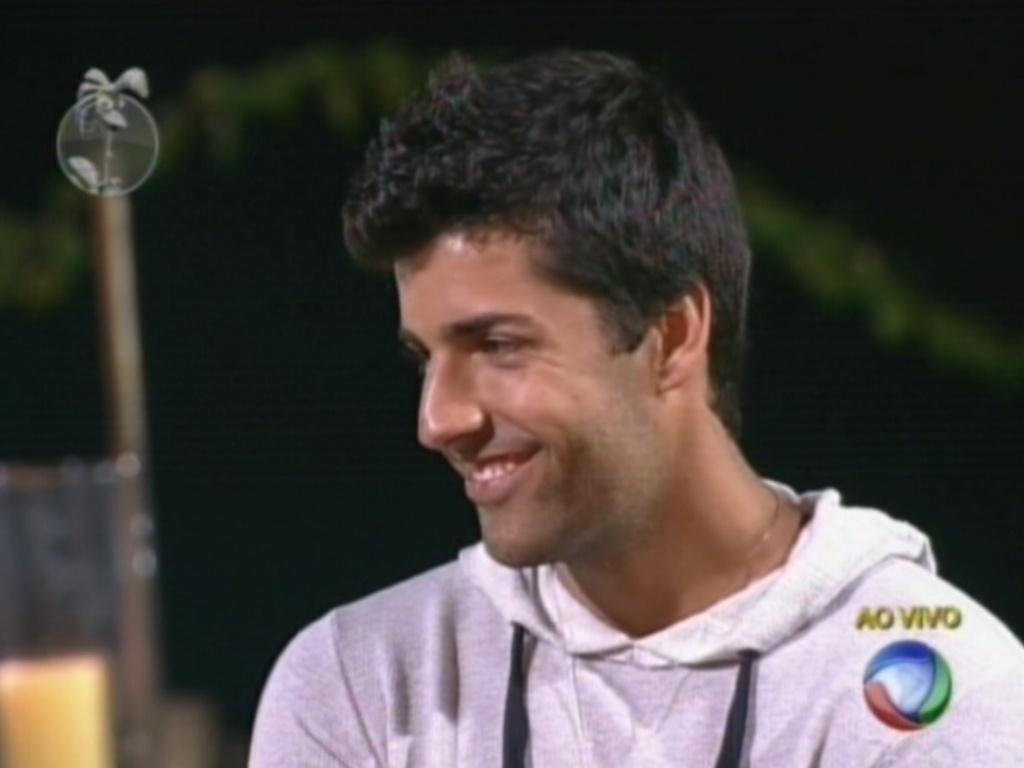 Diego Pombo devolve o voto em Simone Sampaio durante formação da quinta roça de