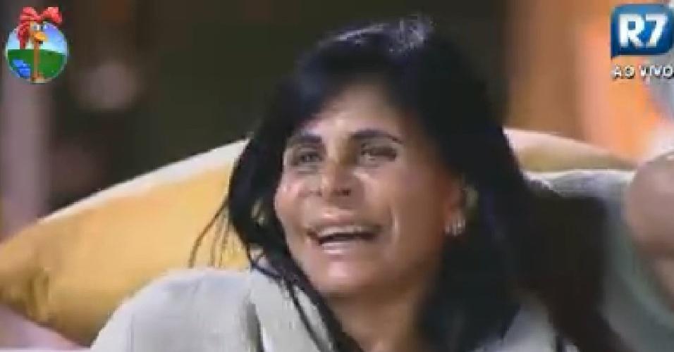 Gretchen dá risada ao ver Robertha Portella a imitando (4/7/12)