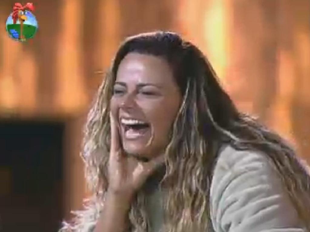 Viviane Araújo gargalha ao ver imitação dela feita por Rodrigo Capella (4/7/12)