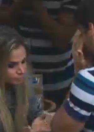 """Diego Pombo e Robertha Portella choram após saberem que Rodrigo Capella saiu de """"A Fazenda 5"""" (6/7/12)"""