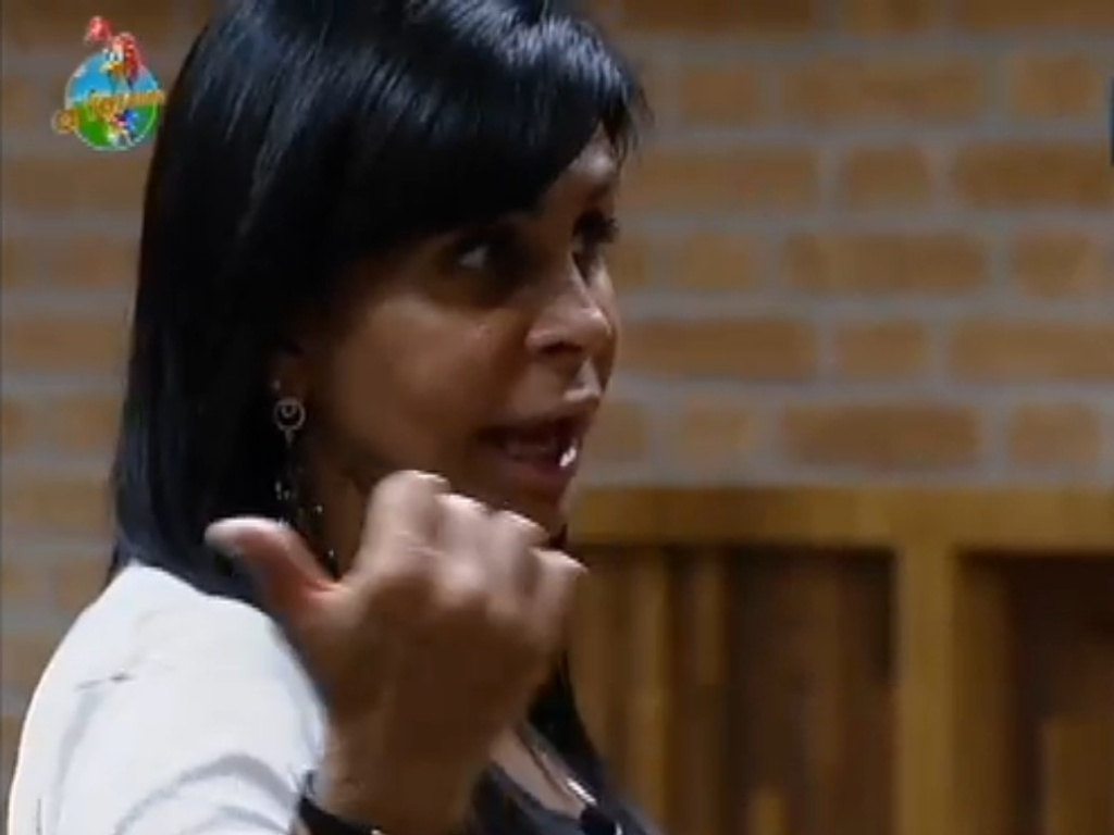 Gretchen organiza peões para disputa de votos da próxima roça (5/7/12)