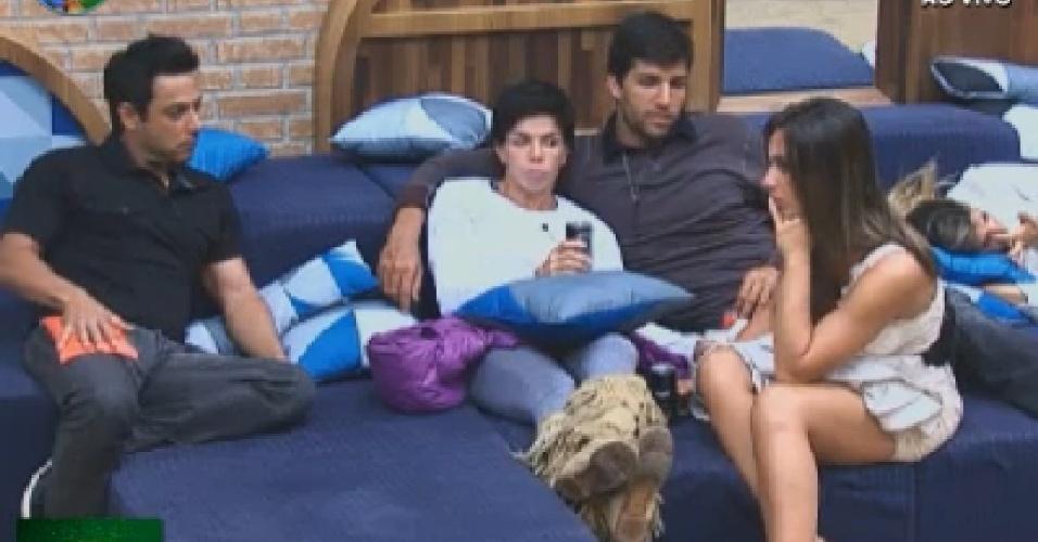 Vavá, Penélope Nova, Diego Pombo e Nicole Bahls conversam (7/7/12)