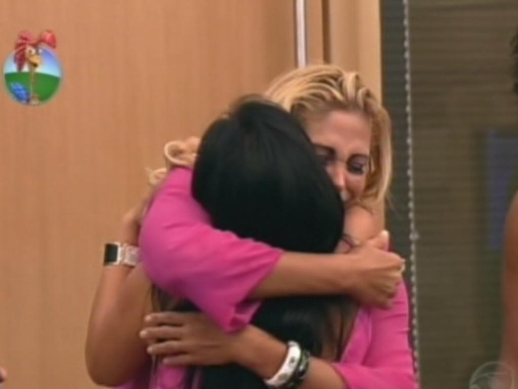 Ângela fica emocionada com saída de Gretchen do reality nesta sexta-feira (6/7/12)
