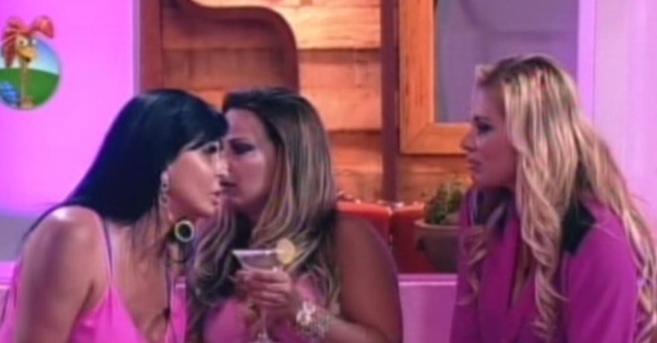 Gretchen conversa com Viviane e Ângela Bismarchi (6/7/12)